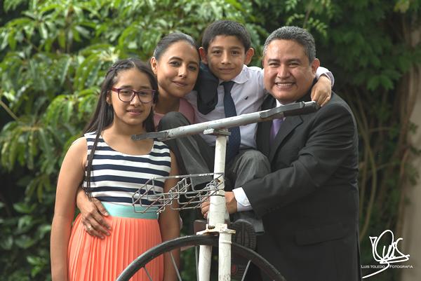Con mis hijos Nancy Daniela y Pablo Enrique, y mi marido Carlos