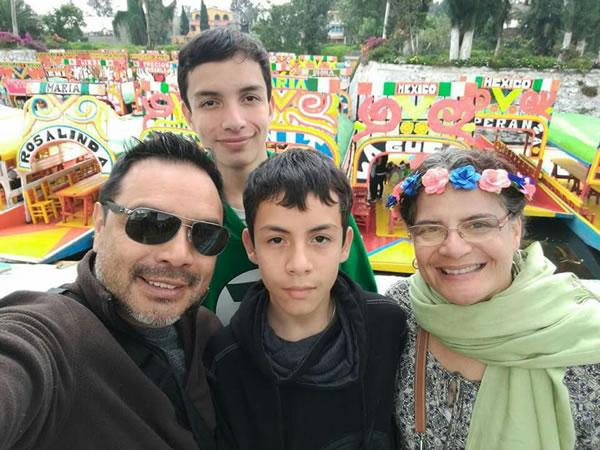Mónica y su familia